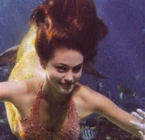 Phoebe Tonkin debuts 'Little Mermaid' inspired hair with a